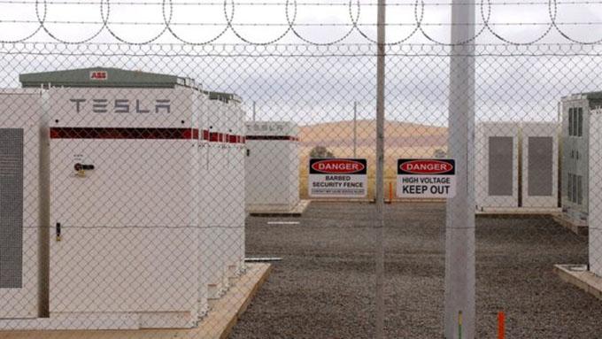 Tesla Dünya'nın En Büyük Lityum İyon Pilini Çalıştırdı